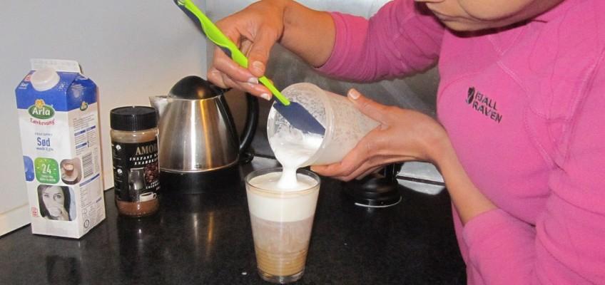 Cafe latte uden espressomaskine (en nem og hurtig opskrift med pulverkaffe)
